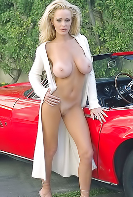 /Blonde cougar Shay Selway pose naked in classy car