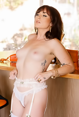 /Beautiful Babe Kenna With Great Naked Body