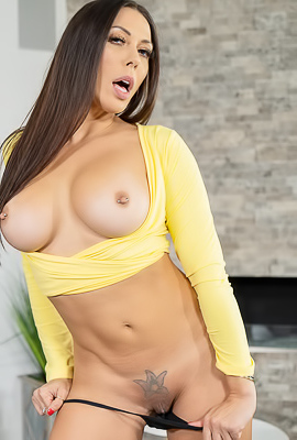 /Rachel Starr And Her Ass And Pussy Out And Accessible