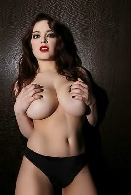 /Tessa Fowler With Gigantic Tits