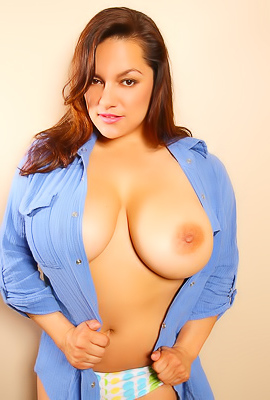 /Monica Mendez Shows Her Massive Tits